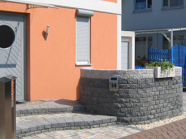 Stackwall 20 Blau / Grau (unten) und Granit Hellgrau (oben)